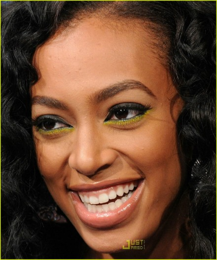 solange-knowles-furry-feet-03