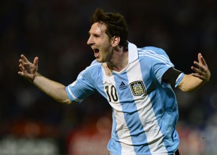 FBL-WC2014-QUALIFIERS-ARG-URU