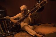Roberto Kuczer y su Sitar de la India